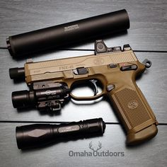 Dressed to suppress! FN Herstal Tactical in FDE w/ Octane 45 HD suppressor. Tactical Knives, Tactical Gear, Tactical Survival, Fn Herstal, Shooting Guns, Home Defense, Cool Guns, Firearms, Shotguns