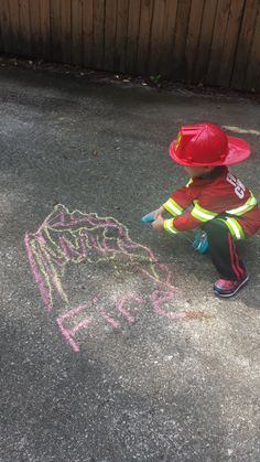 "Firefighter role play to put out chalk ""fires"" by spraying them with water using a spray bottle. Eyfs Activities, Nursery Activities, Preschool Activities, Preschool Fire Safety, Fire Truck Activities, Community Helpers Activities, Fire Safety Week, Fire Prevention Week, People Who Help Us"