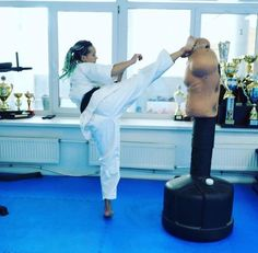 Female Martial Artists, Martial Arts Women, Female Art, Art Girl, Exercise, Woman Art, Ejercicio, Excercise, Work Outs