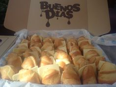 Bocadillos de pan de viena y queso para un evento. Hot Dog Buns, Hot Dogs, Queso, Bread, Food, Breakfast, Vienna Bread, Bom Dia, Brot