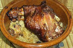 Schweinshaxe mit Sauerkraut, aus dem Tontopf