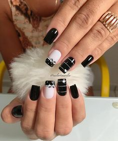 39 - We continue to offer 2019 nail designs to your appreciation - 1 Races continue in nail designs and creativity. We don't know what design we like . Sparkle Nails, Glam Nails, Bling Nails, Diy Nails, Beauty Nails, Cute Nails, Fingernail Designs, Acrylic Nail Designs, Nail Art Designs