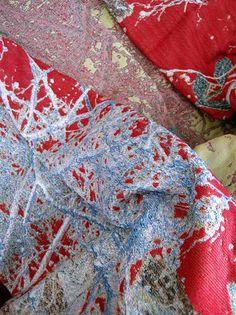 Grand foulard Bonheur, jacquard weave, designed by Irene van Vliet www.wovenwonders.nl