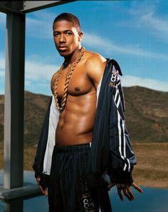 l'homme de couleur est aussi et sportif est aussi beau.