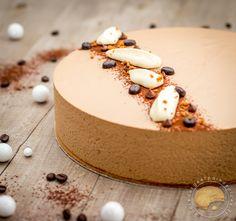 gâteau façon cappuccino, biscuit amandes, crémeux chocolat, mousse au mascarpone et mousse au café. Un beau dessert pour les fêtes et les amoureux de café.