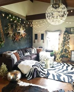 36 Christmas Home Decor Ideas for Your Beautiful Home Regardless of what designing system you intend to choose, there is … Home Living Room, Living Room Decor, Living Area, Eclectic Decor, My New Room, Christmas Home, Christmas Decor, Holiday Decor, Room Inspiration