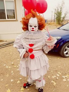 Pennywise IT costume cosplay Halloween Costume Halloween, Diy Halloween, Best Cosplay, Snowman, Cool Stuff, Outdoor Decor, Holiday, Halloween Crafts, Vacations