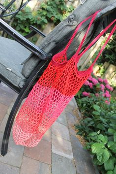 Red Delicious Crochet Market bag by designer @missneriss with Scheepjes Catona