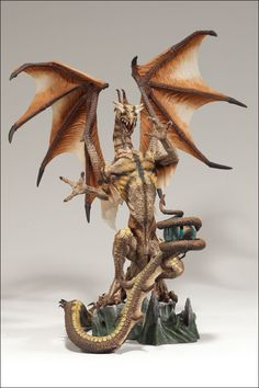 MCFARLANE'S DRAGONS SERIES 4: THE FALL OF THE DRAGON KINGDOM - SORCERERS DRAGON CLAN 4