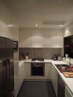 new kitchen - black and white splashback