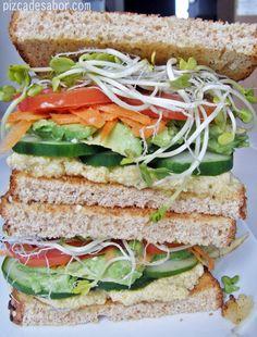 Es un sándwich súper saludable y con muchos vegetales que harán que quedes súper satisfecho. Fácil de preparar, ideal para llevar al trabajo, oficina o escuela.