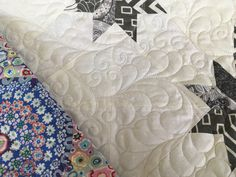 Gray and white Hunter's Star quilt with a gorgeous colorful Kaffe print on the back. Quilting design is a curly feather meander. Professional longarm machine quilted by Barbara Dann - Alleycat Quiltworks. all freehand designs, no pantograph, no computer. Quilting Rulers, Quilting Tools, Quilting Templates, Quilting Designs, Hunters Star Quilt, Long Arm Quilting Machine, Shirt Quilt, Star Quilts