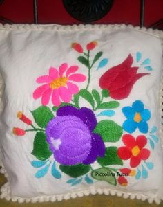 Almohadones Bordados Mexicano - $ 280,00 Mexican Style, Border Design, Embroidery Applique, Sewing Projects, Cushions, Quilts, Blanket, Crochet, Floral