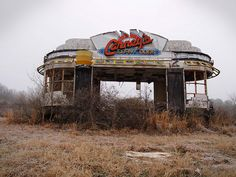 A derelict Hot Dog stand. an aspiring business owner's dreams dead for the world to witness decaying Old Buildings, Abandoned Buildings, Abandoned Places, Abandoned Vehicles, Unusual Buildings, Abandoned Theme Parks, Abandoned Amusement Parks, Magic Places, Hot Dog Stand