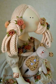 -- hair style for a Tilda, but a little less full. Doll Maker, Waldorf Dolls, Soft Dolls, Diy Christmas Ornaments, Vintage Girls, Diy Doll, Fabric Dolls, Miniature Dolls, Diy Crafts For Kids