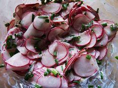 Radieschensalat mit Schnittlauch
