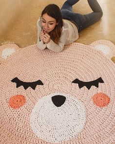 Теперь розовый большой коврик медведь из трикотажной пряжи