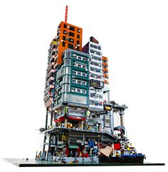 Dystopian LEGO cyberpunk city is straight out of 'Blade Runner' Lego Ninjago City, Lego City, Cyberpunk City, Lego Modular, Minecraft City Buildings, Vertical City, Cool Lego Creations, Custom Lego, Lego Moc