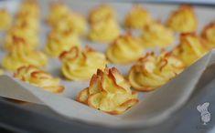 Pommes duchesse - Pommes duchesse: deze aardappeltoefjes zijn gemaakt van o.a. aardappelpuree en ei.  Leuk voor tijdens het kerstdiner! Lees hoe je de toefjes maakt via de bron.