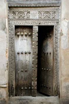 prettypeachpeonies: Just the discovered the ornate doors in Zanzibar. Swoon.