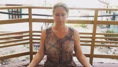5 Yogahoudingen die helpen om dingen los te laten > Viva La Vida Pranayama, Cover Up, Gym, Training, Gymnastics Room
