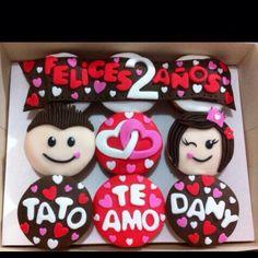 Cupcakes aniversario Valentine Cupcakes, Cheese Tarts, Chocolates, Chile, Fondant, Valentines Day, Fancy, Cooking, Desserts