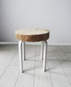 STOLIK/STOŁEK z plastra drewna