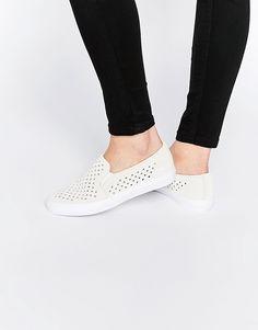 c92988093d Bild 1 von Lacoste – Tamora Gazon – Gebrochen weiße Wildleder-Sneakers zum  Reinschlüpfen