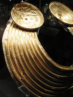 V and A - ancient gold neck piece