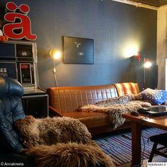 Retrohenkinen teollisuusKoti - Sisustuskuvia jäseneltä Annakreeta - StyleRoom Jukebox, Industrial, Couch, Retro, Furniture, Vintage, Home Decor, Settee, Decoration Home
