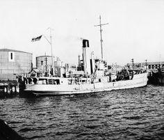 Circa 1941: HMAS PATERSON at the Williamstown minesweeper wharf. Photo AWM. | Flickr - Photo Sharing!
