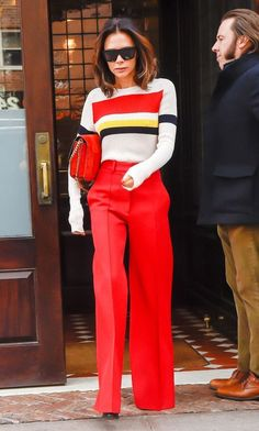 Victoria Beckham just made a case for red trousers wearing them in New York thi Mode Victoria Beckham, Victoria Beckham Short Hair, Victoria Beckham Outfits, Victoria Beckham Fashion, Victoria Beckham Hairstyles, Victoria Beckham Makeup, Viktoria Beckham, Outfits Inspiration, Style Inspiration