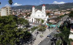 Parque principal de Envigado. FOTO JAIME PÉREZ.