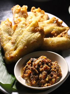 An image gallery of Indonesia's most popular street foods - cheap eats you can find on the streets of Jakarta, Yogyakarta, and other Indonesian cities.: Pisang Roa - An Odd Coupling of Bananas and Chili