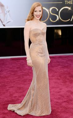 #bestsdressed nominee for sure.. Jessica Chastain embodied old Hollywood glamour in this gorgeous beaded Giorgio Armani. #oscars
