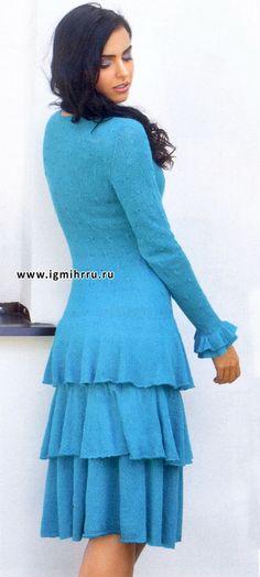 Леди в голубом. Изысканное платье с воланами. Спицы