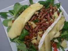 Salade met brie, appel, spekjes en honing