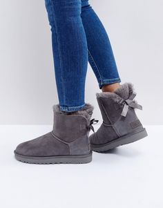 UGG – Mini Bailey Bow II – Graue Stiefel mit Schleife Damen Mode Trends und Fashion Ideen