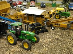 Pictures from the 2012 National Farm Toy Show held in Dyersville, Iowa. Rc Tractors, Small Tractors, Farm Trucks, Cool Trucks, Farm Layout, Farm Images, Toy Display, Farm Toys, Farm Gardens