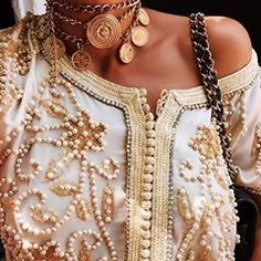 Find images and videos about style, dress and caftan on We Heart It - the app to get lost in what you love. Moroccan Caftan, Wedding Designs, Pearl Necklace, Bling, Jewels, Detail, My Style, Womens Fashion, Romantic Cottage