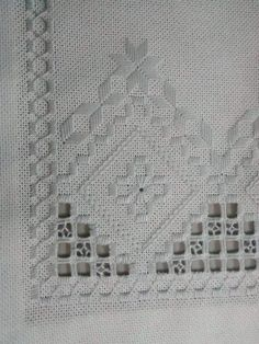 Guzel Bargello, Hardanger Embroidery, Cutwork, Diy And Crafts, Textiles, Elsa, Embroidery Stitches, Cross Stitch, Tricot