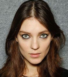 15 Eyeliner Styles - How to Apply Black Eyeliner - Cosmopolitan
