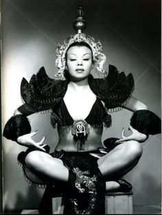 Chinese-Mexican film actress and dancer of the Golden age of Mexican cinema, Su-Muy-Key photographed by Armando Herrera (1949).