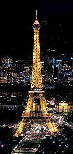 28. Die Treppen des Eiffelturms aufsteigen