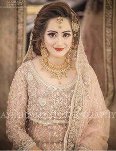 Pakistani Bridal Hairstyles, Pakistani Bridal Jewelry, Bridal Mehndi Dresses, Pakistani Wedding Outfits, Bridal Dress Design, Bridal Outfits, Bridal Style, Walima Dress, Indian Bridal Couture