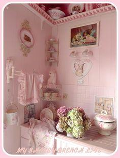 Shabby pink kitchen - love the corner shelves