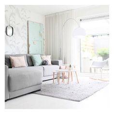 Wat een heerlijke plekje! Zie je het coole behang en de mintkleurige deur van blogger @missjettle ? Leuk!! Vind je ook niet? Fijne avond iedereen, en fijn weekend jeeh 🎉😘 #interior #interieur #inspiration #interior123 #interior4all #homedecor #homecrush_