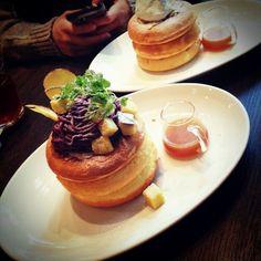 mizuho37 on PIXMOS  紫いものパンケーキ。渋谷のミクロコスモスにて  http://pixmos.net/photo/100749136626456663