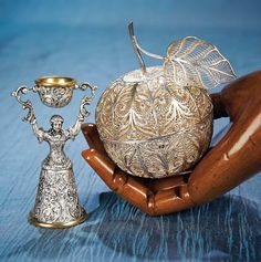 Antique Needlework Tools and Sewing: 351 Viennese Silver Filigree Wool Holder and Figural Thimble Holder Sewing Art, Sewing Tools, Sewing Notions, Sewing Crafts, Craft Accessories, Vintage Sewing Machines, Yarn Ball, Machine Tools, Pincushions
