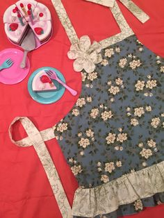 Size 4, Children's Blue and White Floral Apron, Perfect for Christmas or Birthday Gifts! by MakeMeAMama on Etsy https://www.etsy.com/listing/239752371/size-4-childrens-blue-and-white-floral